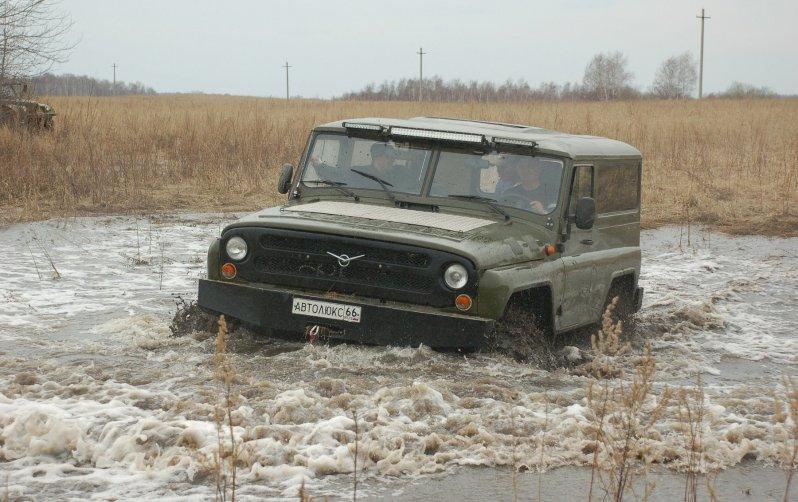 Необычный российский внедорожник покоряет любую местность