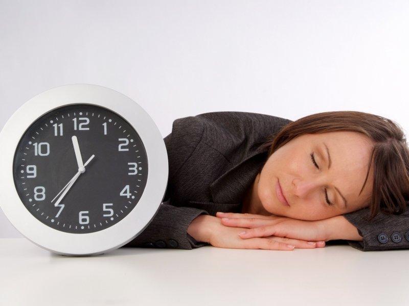 Риск падений и переломов у женщин зависит от качества сна