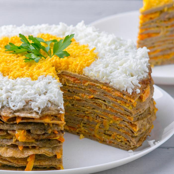 Печёночный торт с картошкой.  Фото: wyspaukraina.wordpress.com.