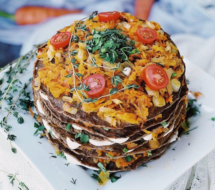 Печёночный торт с капустой.  Фото: blogspot.com.