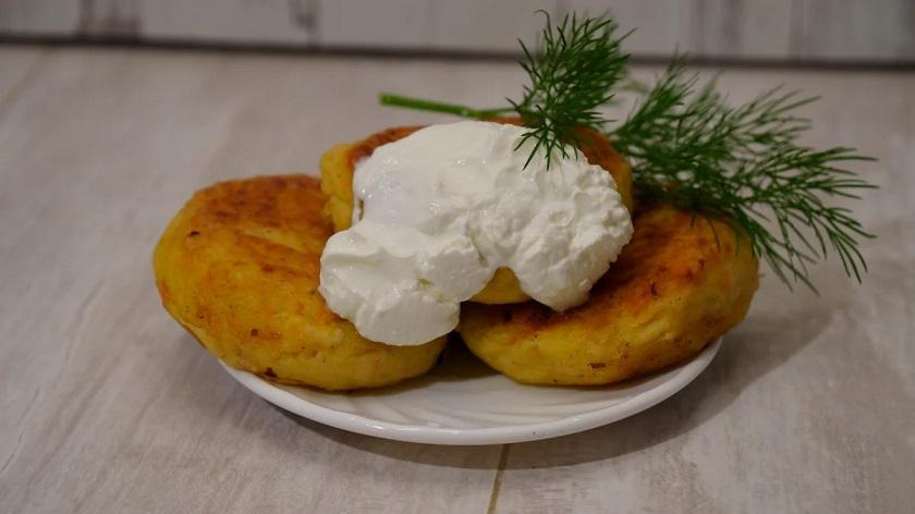 Нежные картофельные котлеты: с овощами и свежей зеленью