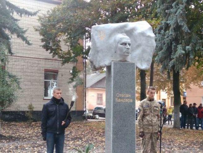 Украина захотела установить памятник Бандере в Хабаровске