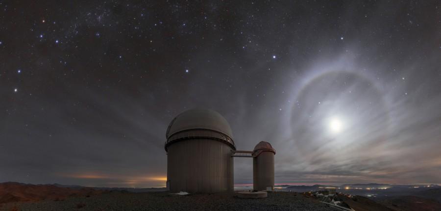 Лунное гало в пустыне Атакама