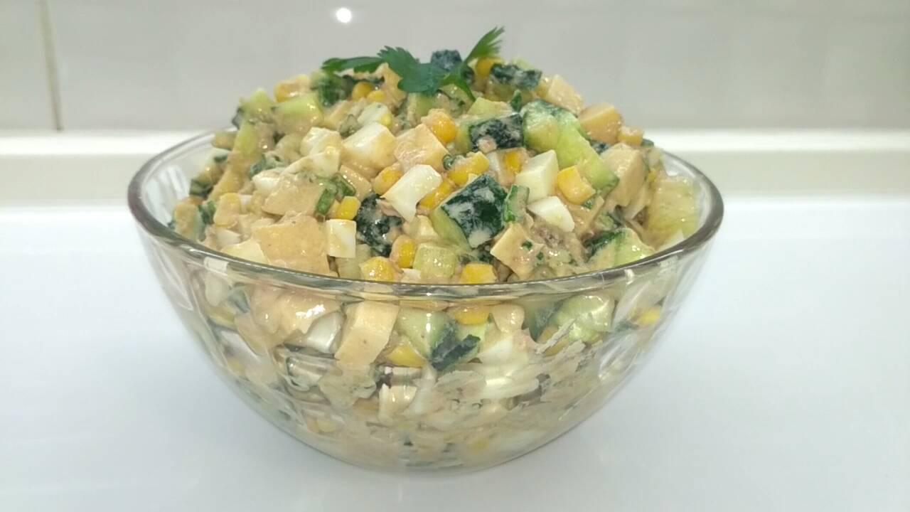 Вкуснейший салат с тунцом и огурцом