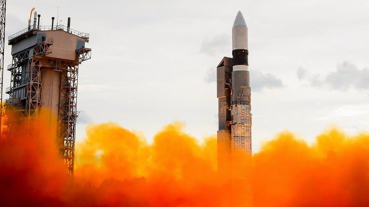 Ракета-носитель Delta IV-Heavy вывела на орбиту спутник-разведчик