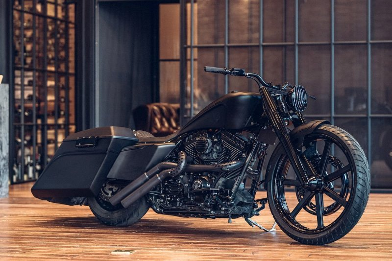 Кастомный бэггер Noir King из мотоцикла Harley-Davidson Road King