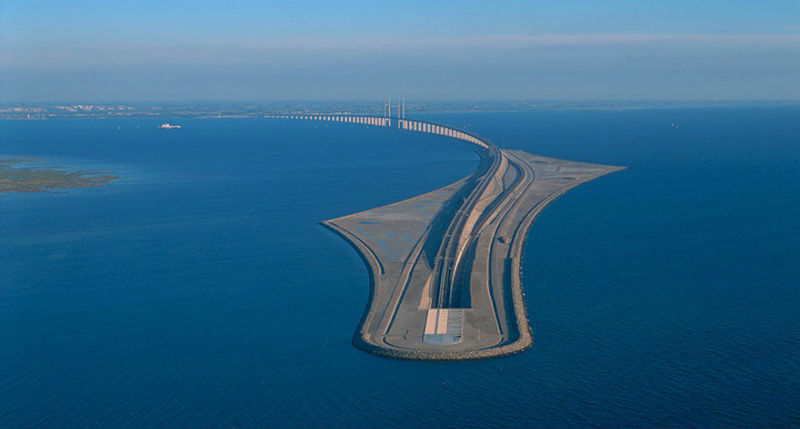 Удивительный мост превращается в тоннель, соединяющий Данию и Швецию