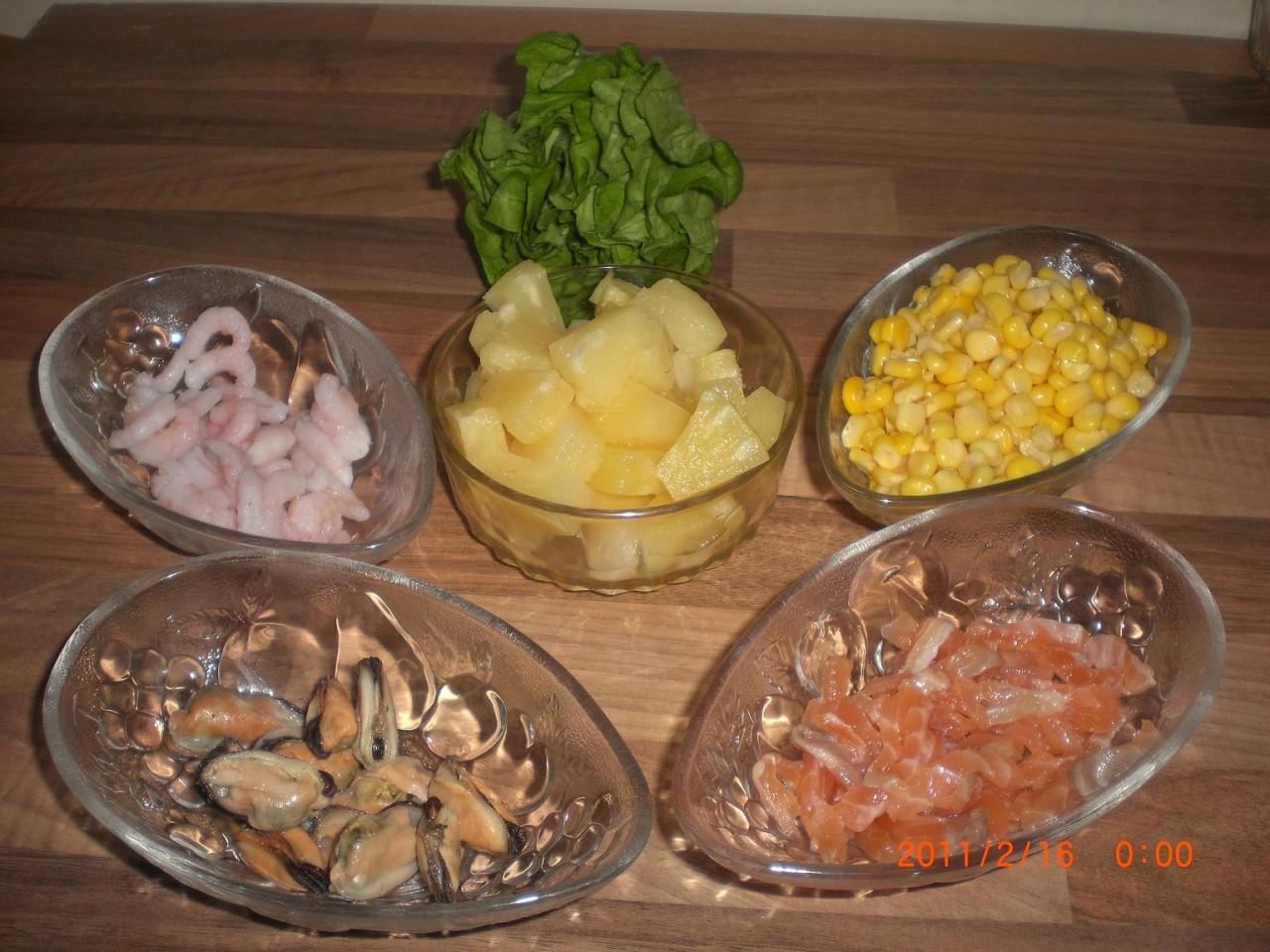 Лечебный салат для мужчин из мидий, рыбы, креветок, ананасов  и кукурузы под соусом Мари Роз. Фото-рецепт. Ramzia RA