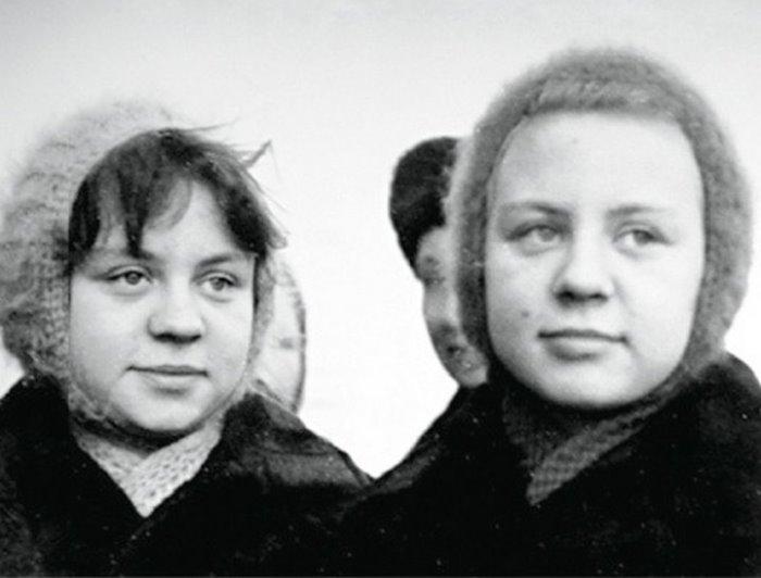 Когда сестры Юкины подросли, их уже не приглашали сниматься в кино   Фото: chtoby-pomnili.com