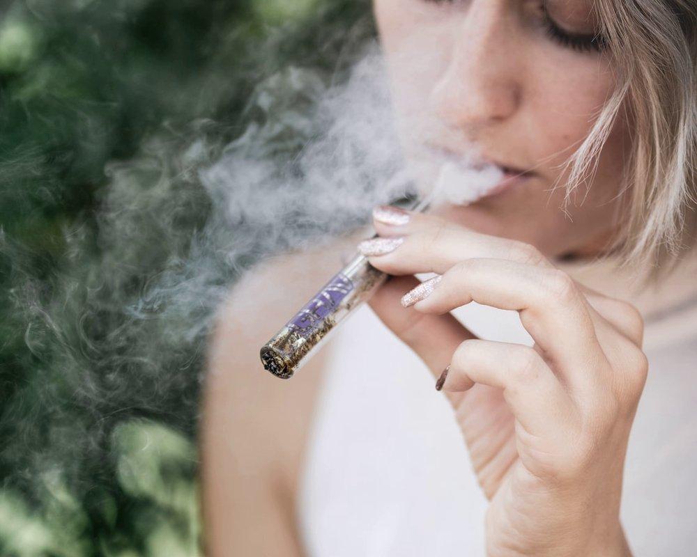Электронные сигареты могут помочь бросить курить
