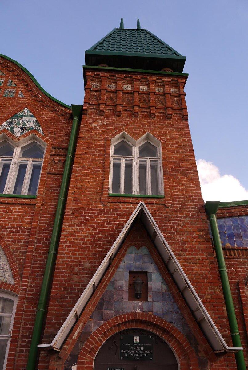 Здание построено в стиле модерн по проекту архитектора Вильфорта.