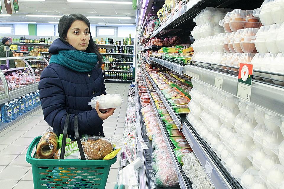 Учитывая, что средняя зарплата даже в некоторых «зажиточных» городах-миллионниках не превышает 25 тысяч рублей, очевидно, что Россия – остается бедной страной