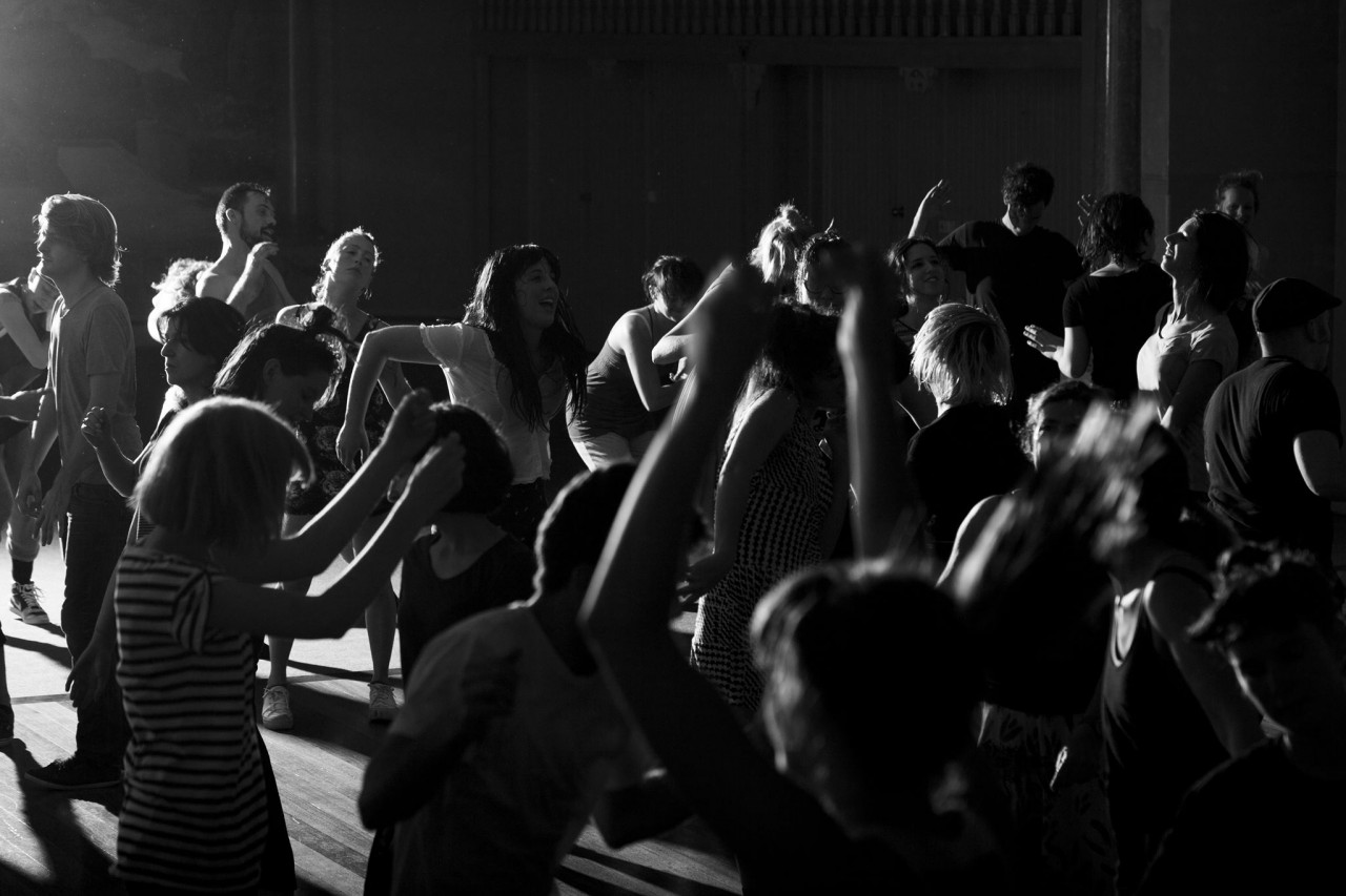 """Танцы с закрытыми глазами в """"Касабланке"""""""