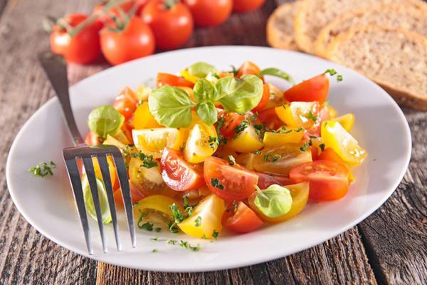 6 свежих идей салата из помидоров