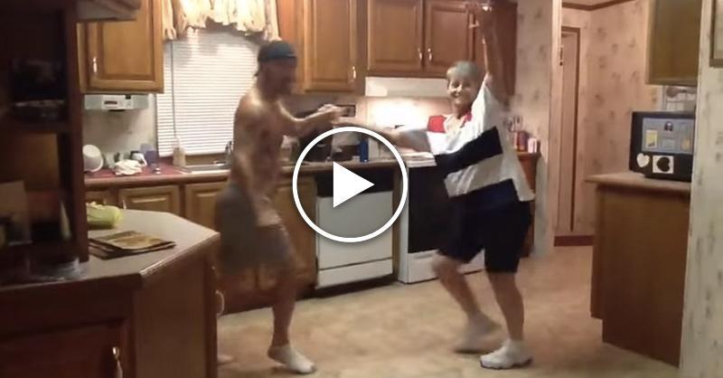Невероятно зажигательный танец мамы и сына