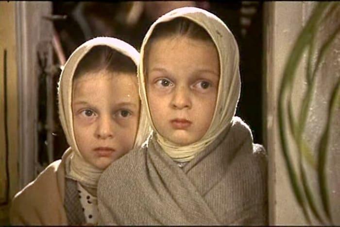 Сестры Носик в фильме *Возвращение *Броненосца*, 1996   Фото: kino-teatr.ru