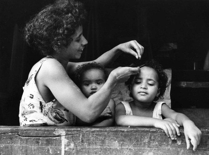 """""""Матери"""": фотографии о материнстве 50 лет назад, сделанные в разных уголках мира"""