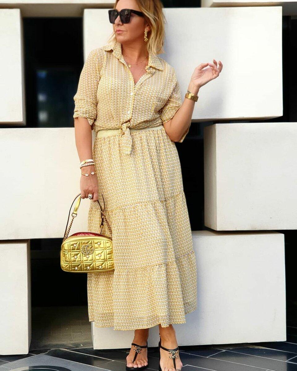 Красивое платье с акцентом на талии на женщине. /Фото: ladysovet.ru