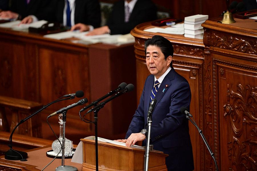 Япония не требует у России Курилы! Премьер Абэ объяснил свою политику