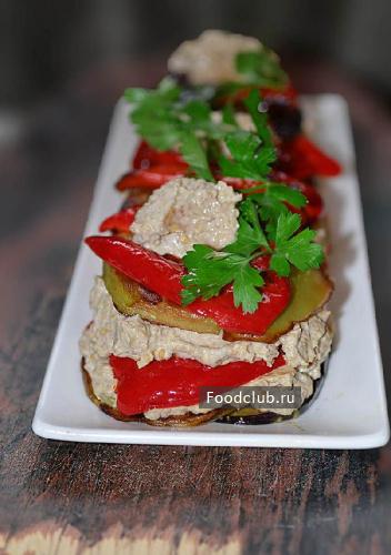 Чесночно-ореховый салат с баклажанами и перцем (этап 8)