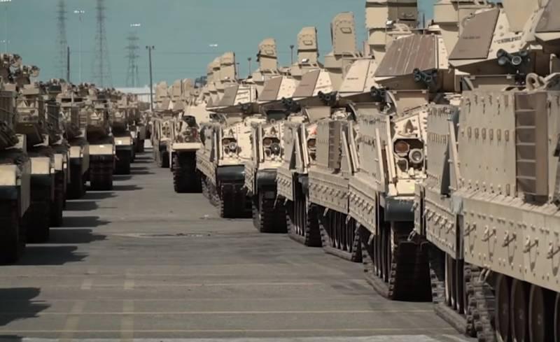 США перебрасывают на границу с Россией тысячи единиц техники