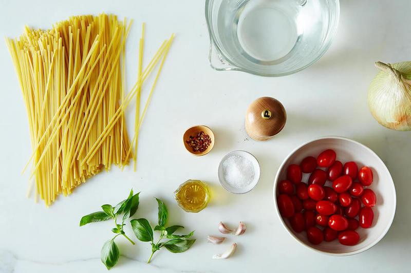 Паста с соусом в одной сковороде всего за 9 минут