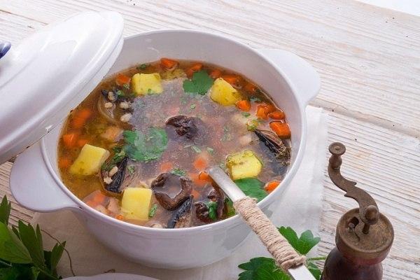 Необычное весеннее блюдо! Рассольник с тушенкой и экономно, и мощно по вкусу!