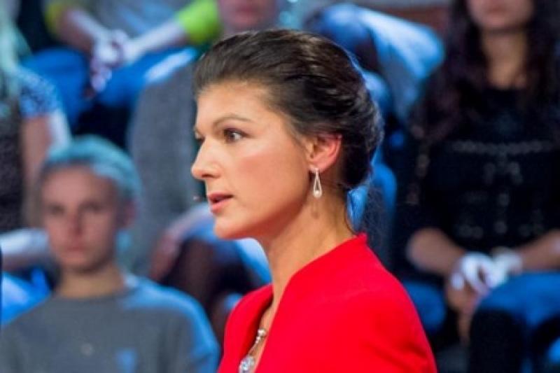 12 лет бездействия. Сара Вагенкнехт устроила перед выборами выволочку Меркель