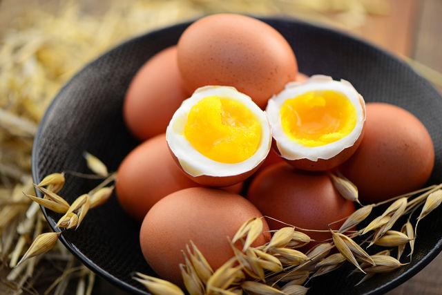 В яйцах сосредоточены колоссальные запасы белка, органических кислот