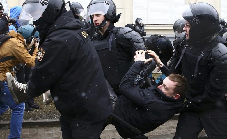 Кремль обвинил в подкупе детей и подростков организаторов митинга в центре Москвы