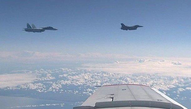 Сблизившись с самолётом Шойгу, F-16 не просто демонстрировал силу | Продолжение проекта «Русская Весна»