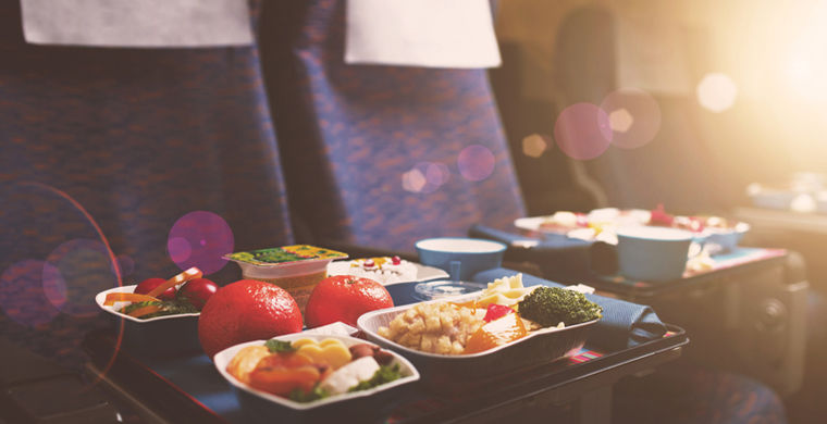 Названы авиакомпании СНГ с самой вкусной едой на борту