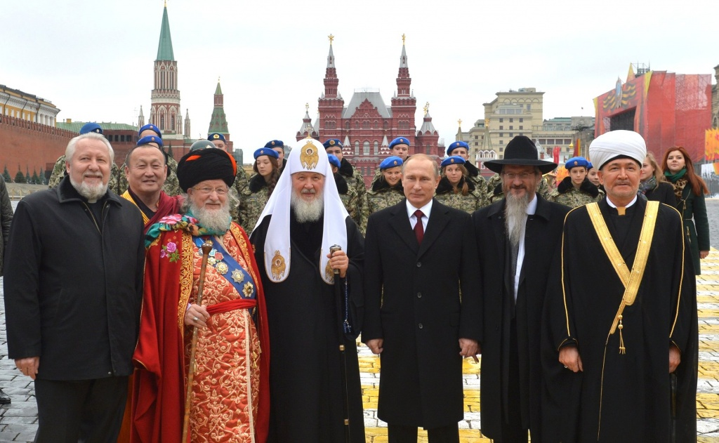Путин внес в Госдуму законопроект о запрете признавать цитаты Библии и Корана экстремистскими