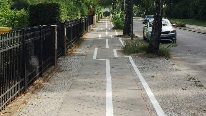 А это велосипедная дорожка в Германии Их нравы, германия, европа, немцы, прикол, юмор