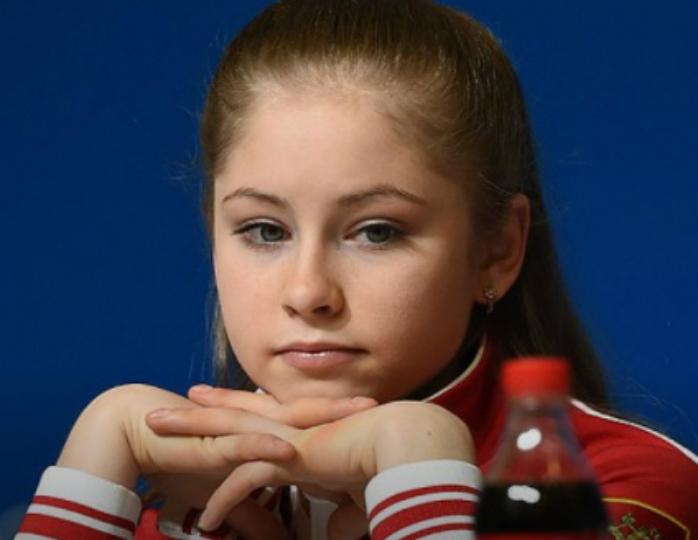«От раза к разу только краше»: Юлия Липницкая после ухода из большого спорта заметно похорошела и преобразилась