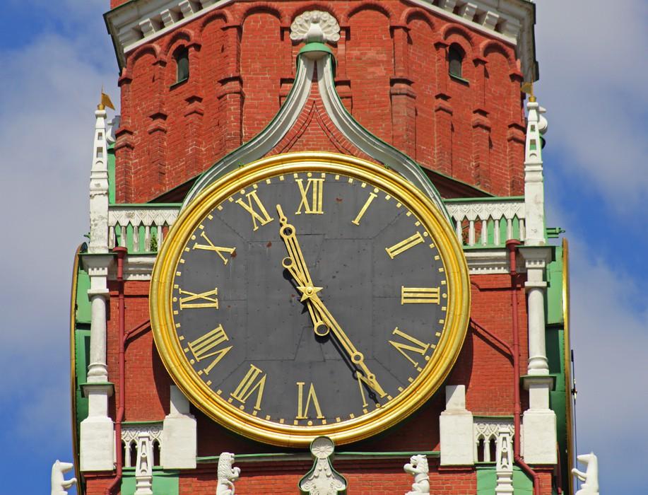 Киев перешел на московское время