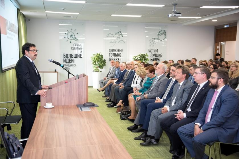 Укушенные Грефом: Сбербанк начинает массовое чипирование населения с «добровольцев» из Томского госуниверситета