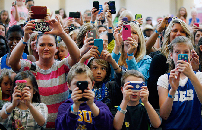 Пользователи смартфонов будут помогать бороться с нарушителями ПДД