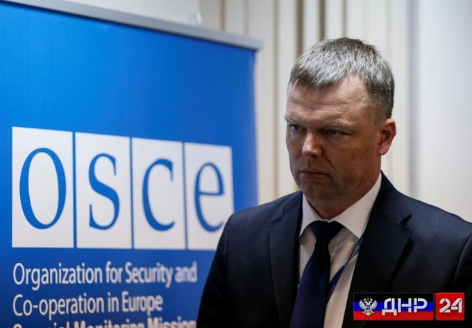 Александр Хуг: режим тишины на Донбассе нарушают каждый день
