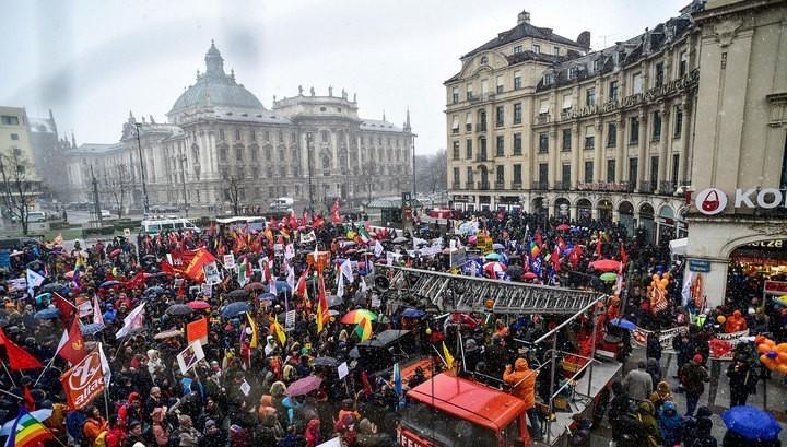 В Мюнхене на протест вышли б…