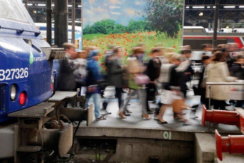 Через парижские пассажирские вокзалы, которых в столице Франции шесть штук, ежедневно проходят миллионы людей. Только вокзал Сен-Лазар (на фото) ежегодно пропускает через себя по 100 млн человек в мире, дорога, езда, люди, пробка