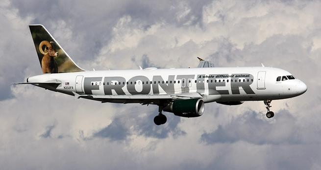 В США отца и дочь сняли с рейса за обсуждение авиакомпании