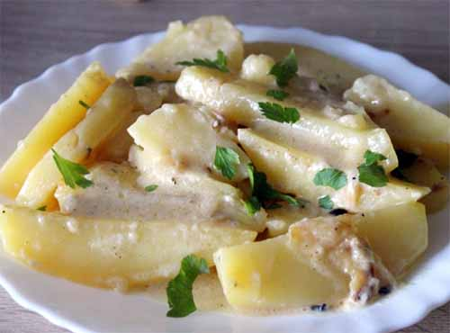 Картофель, тушеный в молоке