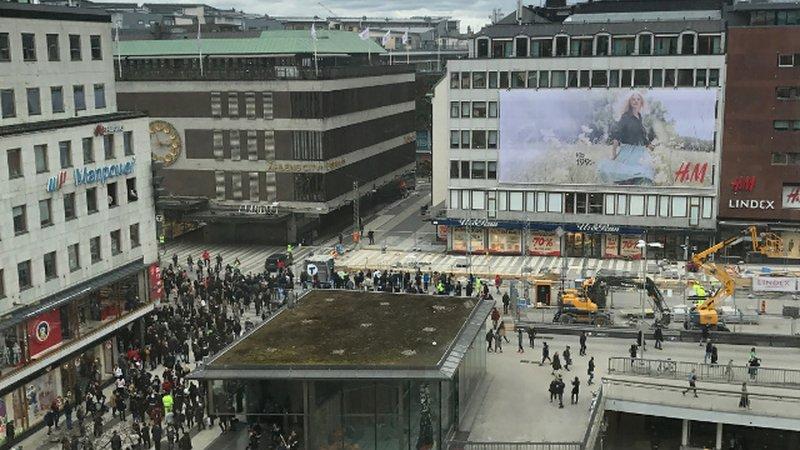 Трагедия в Стокгольме: число жертв наезда грузовика выросло до пяти