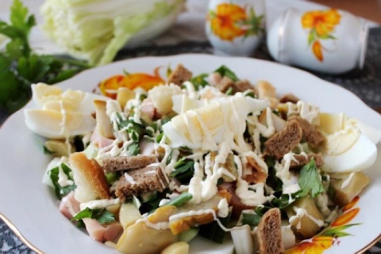 Отменный салатик с курицей и маринованными грибочками