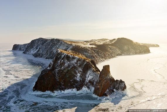 Скованный льдом: сказочный зимний Байкал