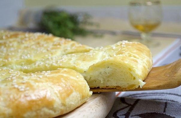 Шикарный рецепт для любителей сыра — Сырная лепешка на творожном тесте!