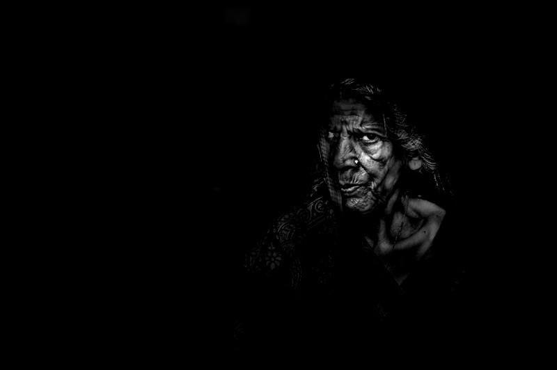 """В 85 в глазах еще полно огня - серия """"Одинокие старухи"""", Варанаси, Индия индия, красота, талант, творчество, фото, фотограф, фотография, художник"""