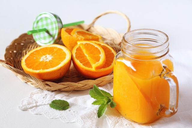 Стакан апельсинового сока в сочетании с порцией мюсли одарит энергией до самого обеда