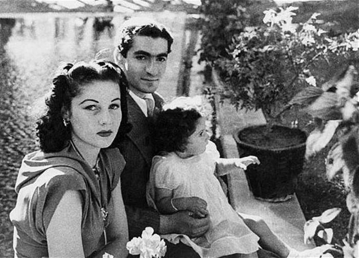 Шах Ирана Мохаммед Реза Шах Пехлеви с женой и дочерью | Фото: liveinternet.ru